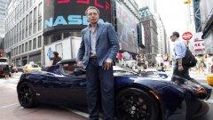 Илон Мъск с Tesla Roadster при дебюта на компанията на фондовата борса