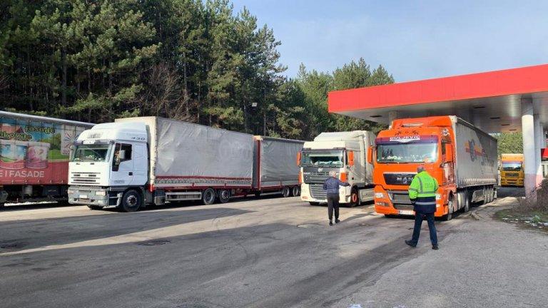 """Протестиращи блокираха за два часа пътя към """"Калотина"""""""