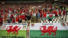 След като дариха кръв, уелските фенове заеха своите местата по трибуните и подкрепяха любимците си