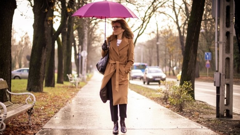 Дълго палто в бежовоЕдно хубаво палто никога не е излишно в гардероба, но истинската класика, вдъхновена от Кели, е то да е в неутрално бежово и да е с дължина под коляното. Това позволява да се носи цяла зима и да се съчетава както с панталони и дънки, така и с рокли.