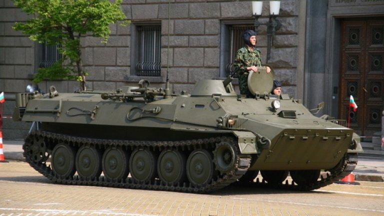 """""""Тунджа""""  120-mm самоходна минохвъргачка """"Тунджа"""", базирана на бронираната верижна машина МТ-ЛБ. Може да поразява цели на дистанция 7 km с мини с тегло 16 kg. Има екипаж от пет човека и се е произвеждала по лиценз в България."""