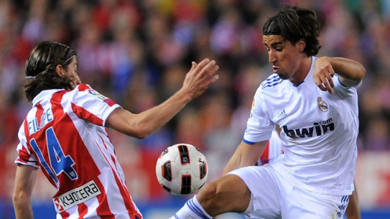 10. Сами Кедира -  Германският национал е следен от Юнайтед, защото е   вариант за халфовата линия, която в момента изглежда   лека категория. Реал обаче няма да иска лесно да се   раздели с него