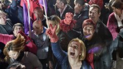 """Всеки опит да се """"нахранят бедните"""", да се """"накаже Брюксел"""" или някаква друга революция (извън дигиталната) би довела до загуби за страната. Това би била поредната красива лъжа, продадена на българските граждани, вместо истината, че без """"пот, кръв и сълзи"""" (по Чърчил) няма да стане."""