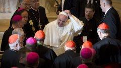 Папа Франциск се зае да изчисти корупционното петно от Ватикана, веднага след като се качи на Светия престол