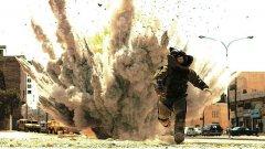 """Кадър от """"Войната е опиат"""" на Катрин Бигълоу, един от фаворитите за тазгодишните Оскари"""