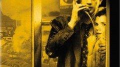 """Миракъл Майл/ Miracle Mile   На места филмът може да бъде срещнат преведен и като """"Миля на чудесата"""" и задава един интересен въпрос – какво бихте направили, ако часове преди атомния апокалипсис срещнете любовта на живота си? Точно това се случва с Хари (в ролята – Антъни Едуардс, познат у нас от """"Спешно отделение""""), който се запознава с Джули, а малко след това получава мистериозно обаждане, което предупреждава, че много скоро САЩ и Русия ще си разменят ядрени удари.  На пръв поглед сюжетът може да ви звучи ужасно сладникаво, но всъщност """"Миракъл Майл"""" е драматичен и наситен с доста напрежение филм, а Едуардс и екранната му партньорка Меър Уинингам създават убедителни образи. Предупреждаваме, че тук краят не е щастлив, както всъщност е в почти всички филми в този списък."""