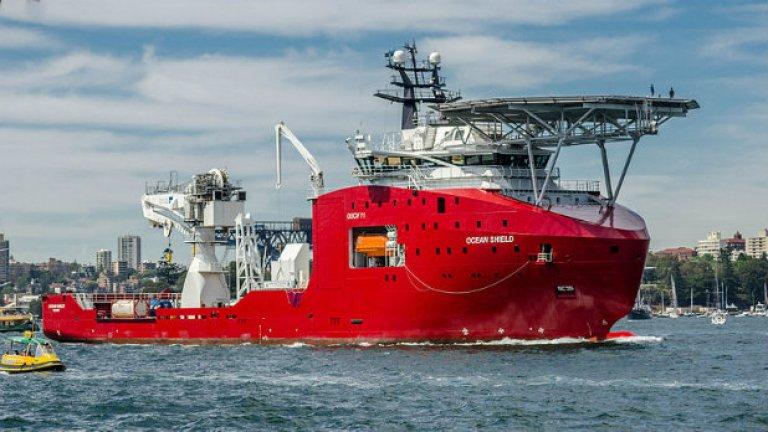 Това е героят на деня - австралийският Ocean shield. Днес той засече два продължителни сигнала, които много приличат на сигнал от черна кутия.