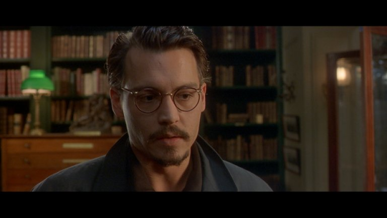 """""""Деветата порта"""" на Роман Полански   Психологическият ужас, усещането за заплаха и терор, атмосферата на обреченост и секси стилизацията са сред най-важните елементи в смразяващата филмография на полския режисьор Роман Полански. Но диаболичният му трилър от 1999-а """"Деветата порта"""" ще се запомни най-вече като """"онова хорър недоразумение с Джони Деп"""".  Филмът е вдъхновен от книгата на Артуро Перес-Реверте El club Dumas и разказва за търсенето на древна, изключително рядка, книга, в която се съдържа тайната """"рецепта"""" за призоваването на Дявола.   """"Деветата порта"""" предлага интересни сцени и операторската работа на майстора Дариуш Конджи (""""Седем"""") е завладяваща, но лошото е толкова повече от доброто, че направо дразни. Разликата между този провал и най-успешният филм на режисьора -""""Бебето на Розмари"""", е космическа."""