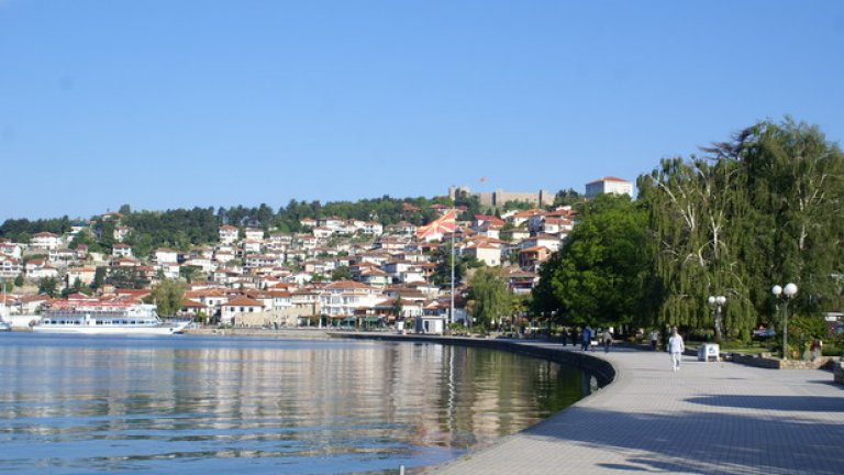 Градът край Охридското езеро е красив, спокоен и скъп, колкото Банско и Созопол в разгара на сезона