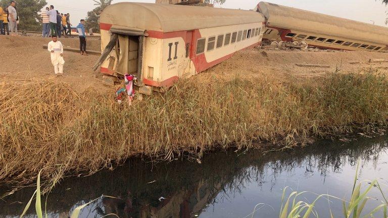 Тежка влакова катастрофа в Египет, близо 100 са ранени