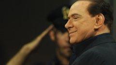 """За много политици рискованите любовни авантюри са били табу, прецедент или позорна грешка, но Силвио Берлускони не е един от тях. Пословични са купоните в именията му с малолетни компаньонки в екипчета на """"Милан"""" и разводът със съпругата му Вероника Ларио. За броя на любовниците му може само да се предполага, но със сигурност най-дългогодишният министър-председател на Италия е човек, който обича жените не само на ръба на морала, но и на закона."""