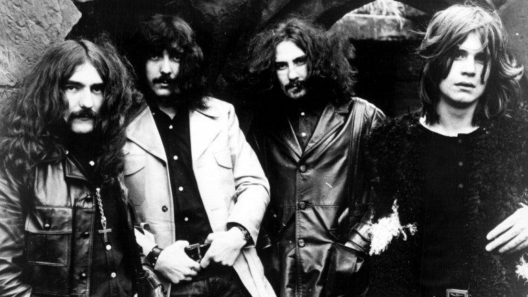 В галерията хвърляме един поглед към големите албуми, записани за по-малко от 7 дни. Едва ли е случайно, че повечето от тях са дебютни издания на банди, устремили се към величие:Black Sabbath - Black Sabbath  Легендите, изобретили целия метъл жанр, днес не се нуждаят от представяне. Но през 1969 г. те били просто четирима аутсайдери от Бирмингам, които нямали пари да запазят студио за повече от два дни. Затова се налагало вторият ден да бъде посветен изцяло на миксирането на материала, а всички песни да бъдат изсвирени и записани през първия. Така и станало.   Доста от песните в този епохален дебютен албум са записани от първия опит, с минимални добавени по-късно инструменти. Предвид колко влиятелен се оказва албумът и какъв музикален взрив предизвиква в световен план, е трудно за вярване при какви условия е бил записван.