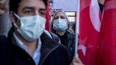 Десетки са ранените, след като полицаите не позволиха на синдикалистите да извършат традиционния си митинг заради наложения в страната локдаун
