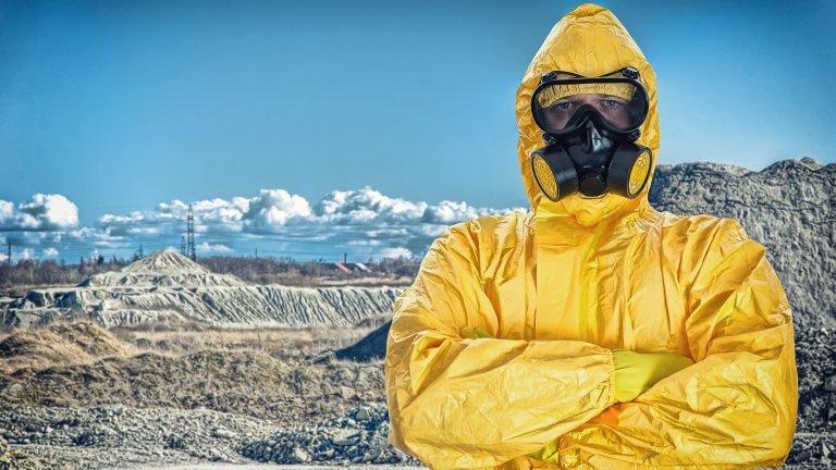 """Противогаз и костюми стил """"Аварията в Чернобил""""Компанията Spirit се е нагърбила със сериозна рекламна кампания, чийто слоган гласи следното: """"2020, най-страшната година в историята, но спокойно - ние сме се погрижили"""". Те продават костюми, подходящи по-скоро за химична катастрофа, но човек не знае какво следва. Пък и в крайна сметка да се опаковаш по този начин със сигурност не е излишно, даже е практично, ако ще се виждате с хора."""