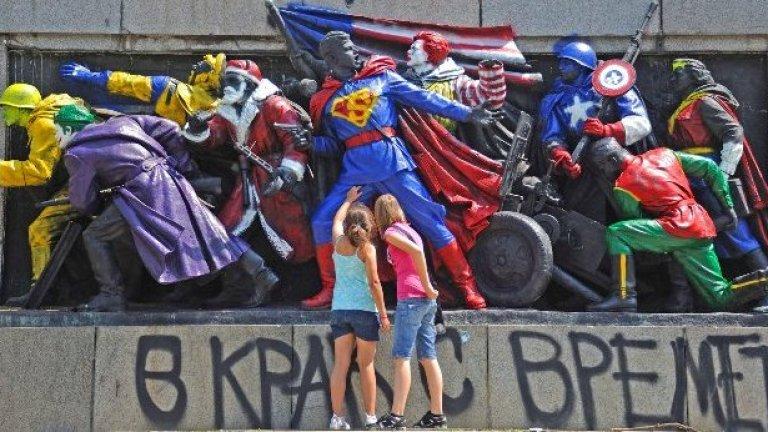 """За финал на комикса на нашият Супермен му оставаше само да иде в шест часа сутринта - малко след като си е плиснал шепа вода на очите - и да пререже лентата към рефрешнатия монумент. """"По заповед на щуката, уважаеми сънародници!"""""""