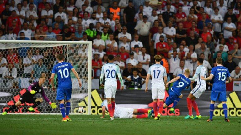 Отборът, на който не може да се разчита Последните две големи първенства – Световното през 2014 г. и Евро 2016 затвърждават тенденцията, че на Англия не може да се разчита. В първия случай отборът на Рой Ходжсън пада до дъното в групата си след две загуби с по 1:2 от Италия и Уругвай, плюс постно равенство без голове срещу Коста Рика. На последното Европейско, отново с Ходжсън начело, англичаните издрапват до второто място в групата, отстъпвайки лидерската позиция на дебютанта Уелс. Всичко свършва по най-лошия начин в Ница, където смелчаците от Исландия постигат страхотна победа с 2:1, макар че Уейн Руни открива от дузпа. Посрамени, англичаните вече чакат Световното в Русия през следващата година с надеждата, че най-сетне ще спечелят титлата. Нещо, в което едва ли дори самите те вярват.