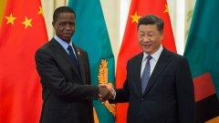 Китай на практика притежава африканската държава, но това буди много, много неприязън На снимката: Президентът на Замбия Едгар Лунги и Генералният секретар на Китайската комунистическа партия Си Дзинпин