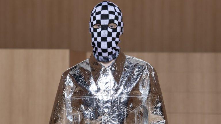 Това да се вижда лицето е надценено в модата. На Парижката седмица на модата можеха да се видят доста решения, които умело скриват човешкото лице: тенденция, може би водеща началото си от маските, които започнахме да носим през 2020.