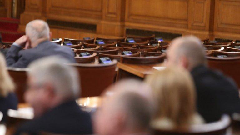 Заплатата от 1 януари 2020 г. да се увеличи до 610 лв. приеха депутатите като част от Бюджета за ДДО за догодина