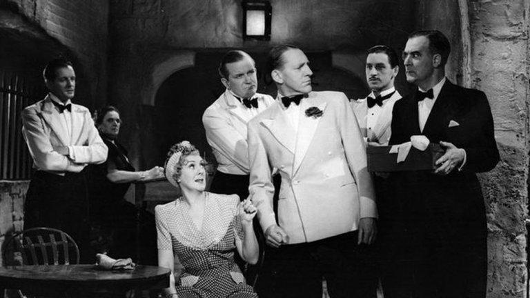 """""""Черно кафе""""  Още една класика на екран от далечната 1931 година, по една от не толкова известните книги на Агата Кристи. Изобретателят на силен нов експлозив - сър Клод Еймъри, е притеснен, когато химичната му формула изчезва. По всичко личи, че виновникът е един от гостите в дома му – роднина, а може би приятел. Който и да е заподозреният, сър Клод решава да му даде възможност за обяснение – но крадецът не е съгласен с това. Когато вратите се заключват и светлините угасват, вместо да върне формулата, един от гостите добавя нещо към кафето на домакина. И не е сметана или захар, а отрова. Любимият сюжет на Кристи – много заподозрени и невъзможна ситуация - се разиграва тук. Остин Тревор влиза в ролята на Еркюл Поаро, като този филм е базиран на едноименната пиеса от 1929 година. Агата Кристи пише пиесата в отговор на филмовите адаптации, направени до този момент, за да направи версия на историята си, която всъщност харесва."""