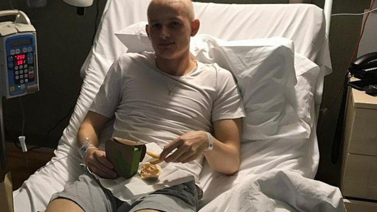 Бранителят се присъедини към Манчестър Юнайтед през 2014 година, но след успешна кампания 2017/18 дойде ужасяващата новина – рак на тестисите. Диагнозата бе поставена през септември, а след като лечението даде отлични резултати, младокът се завърна на тренировъчното игрище през септември. Месец по-късно вече беше на терена и игра за отбора до 23 години при победата с 4:1 над Суонзи.