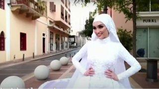 29-годишната Изра не може да се зарадва, че кадрите от сватбата ѝ са наистина уникални