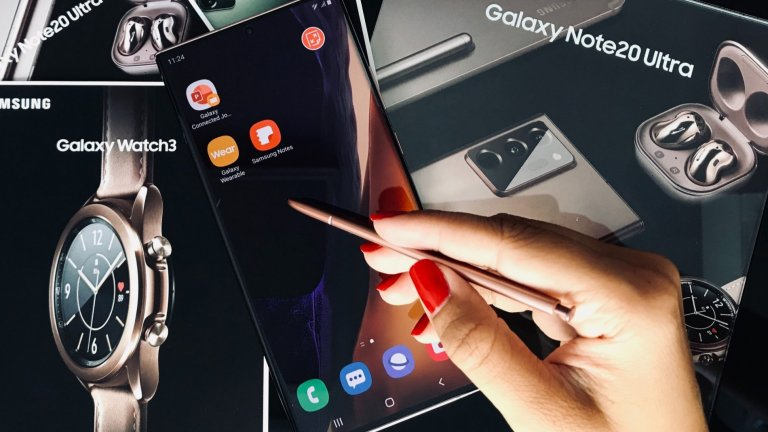 Samsung Galaxy Note 20 идва с нов, подобрен стилус   Galaxy Note 20 запазва бизнес духа си и желанието да даде възможност да работим там, където задачите са ни сварили. Оптимизираният S Pen помага да си четете на големия удобен дисплей, да редактирате или набързо да си запишете нещо, което държите да не забравите. Има приятна функция за управление на смартфона, без да го докосвате, за да направите скрийншот например. Автентичният звук от писане при докосването на екрана също е готина екстра.