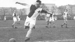 В Славия (Прага) Бицан играе цели девет сезона. През тях в първенството бележи 328 гола, в това число 57 попадения за 26 мача в рамките на един сезон.