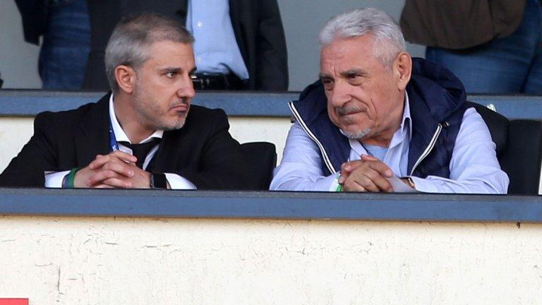 """Павел Колев и Йоан Бекали станаха свидетели на поредното разочарование за Левски - загубата от ЦСКА с 0:2. По-лошото е, че нищо в """"синия"""" клуб не подсказва, че изоставането от """"армейците"""" и Лудогорец може скоро да бъде наваксано"""