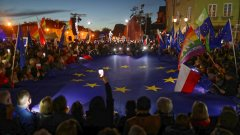 Масови протести в Полша в подкрепа на членството на страната в ЕС