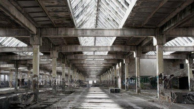 В близост до основния лагер през 1942 г. Krupp правят огромно производствено хале.