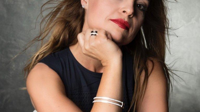 Мария Касимова, рокля  Armani|Exchange,   Бижута: Folli Follie