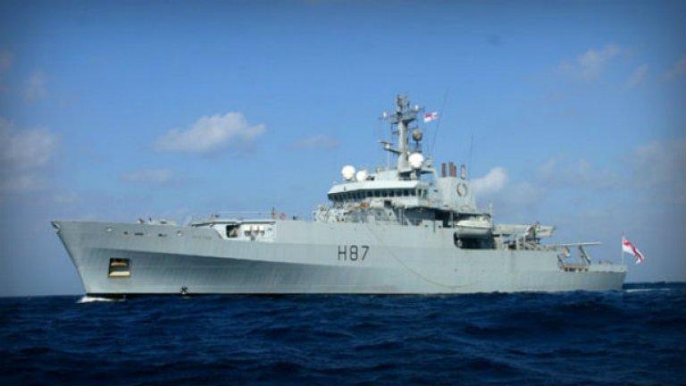 Британският HMS Echo. В неделя той се запъти към мястото, където бяха засечени пингове от черна кутия от китайския Haixun 01.