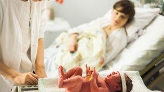 Има ли изоставане при развитието на бебетата след секцио
