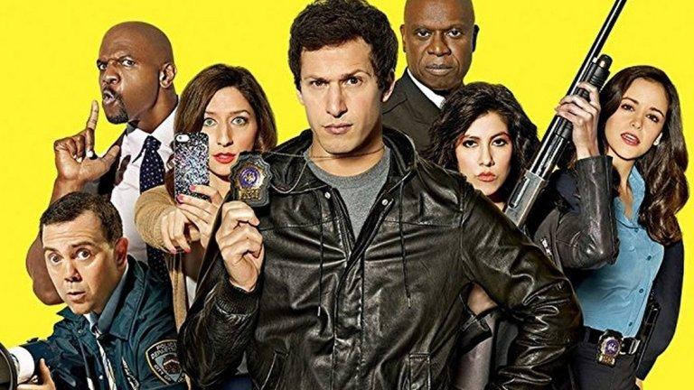 """Brooklyn Nine-Nine (Fox)  След толкова негативни истории нека освежим малко с един сериал, който беше подновен и прекратен едновременно. Полицейската комедия с Анди Самбърг (от Lonely Island) стана жертва на """"ножицата"""" във Fox след петия си сезон. NBC обаче побързаха да придърпат сериала при себе си и той все пак ще види нов, шести сезон с 13 епизода. Рядко срещано щастие за прекратен сериал. Но да продължим с тези, които не са такива късметлии..."""