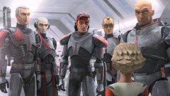 """Star Wars: The Bad Batch (Disney+) - 4 май Важното име тук - Дейв Филони, единият от двамата гении, отговорни за създаването на Mandalorian и бебе Йода (да, знаем, че се казва Грогу, но все пак...). Тук Филони ще разкаже историята на друга група твърди мъже, изправени срещу съдбата си. Те са """"Отряд 99"""" - клонинги, но освен по лицата си, не си приличат по нищо друго. Въпреки това обаче се допълват страхотно, което ги е превърнало в най-странния, но същевременно с това и най-смъртоносен екип в армията на Републиката. Те са известни като """"Лошата партида"""", но когато стане най-напечено, викат именно тях. Докато Републиката не тръгне да става Империя, а тези лоши момчета не се превърнат в цел за новата власт. Ако сте фенове на """"Войната на клонингите"""" и другите анимации от света на """"Междузвездни войни"""", това определено трябва да влезе в списъка ви за гледане."""