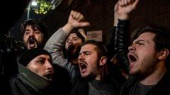 Какви са причините хората да излизат с гнева си по улиците