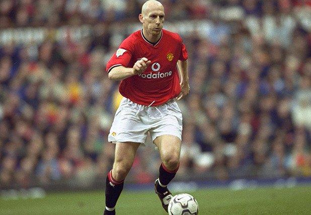 """3. Яп Стам (Манчестър Юнайтед, 1998/99) Холандецът дойде в Юнайтед от ПСВ и на три пъти стана шампион в трите си сезона при """"червените дяволи"""". Първият от тях беше забележителен за него и през 1999-а бе избран за Играч на годината, както и за най-добър защитник на УЕФА."""