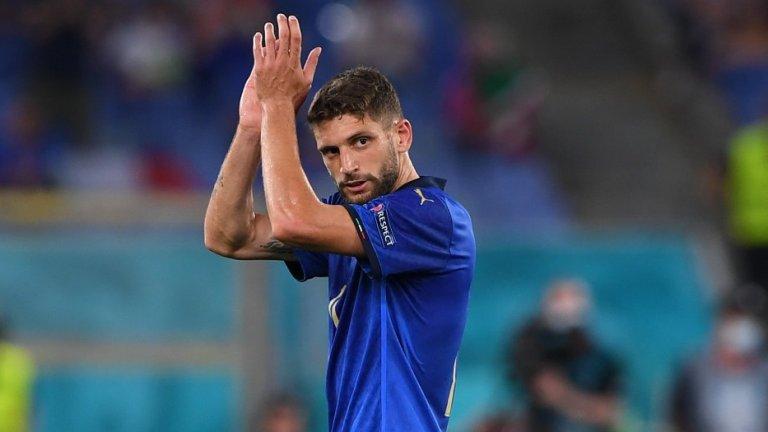 """""""Ако не бях футболист, щях да стана барман"""", но вместо да налива коктейли, се превърна в една от звездите на Евро 2020"""