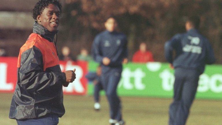 """Кларънс Зеедорф Първият и засега единствен футболист, който спечели Шампионската лига с три различни отбора. След като вдигна трофея с Аякс през 1995-а, премина в Сампдория, изкарвайки само един сезон там. Реал го купи през следващата година, а с """"белите"""" Зеедорф спечели втори трофей от най-престижния европейски клубен турнир. През 2000 г. се присъедини към Интер, а две години по-късно премина в Милан, където през 2003-а спечели за трети път Шампионската лига. Вдигна купата с ушите още веднъж – през 2007 г., когато Милан си върна на Ливърпул за загубата в Истанбул две години по-рано. През 2014 г. застана начело на """"росонерите"""" , но издържа само няколко месеца."""