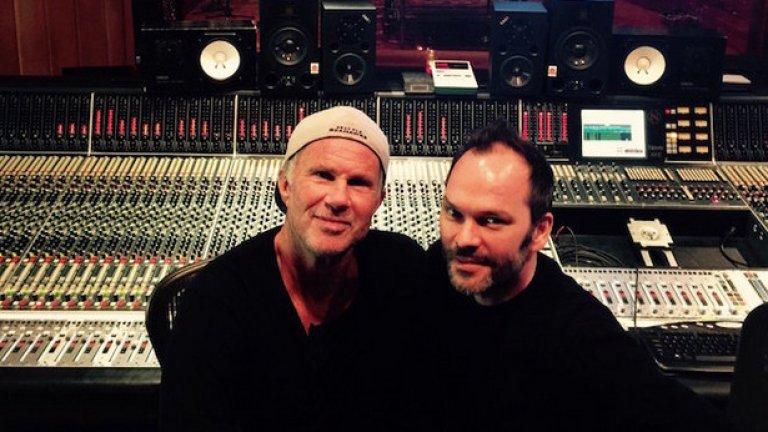 Чад Смит (вляво) и Найджъл Годрич вече миксират новия албум