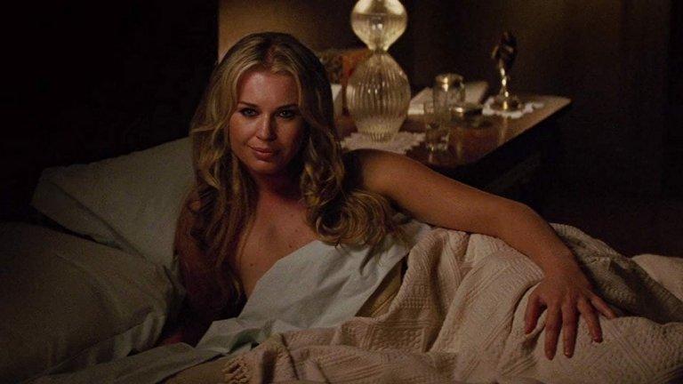 """Ролята на Мистик беше наследена от Дженифър Лорънс в X-Men: First Class (2011 г.). Във филма, който се води предистория, обаче има любопитна сцена, в която Мистик приема формата на """"по-възрастното си Аз"""", за да съблазни Магнито (Майкъл Фасбендър). И това по-възрастно аз в леглото е именно Ребека Ромейн."""