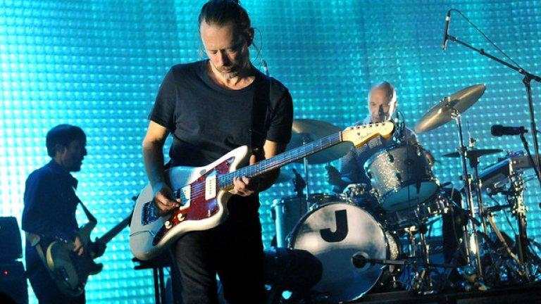 """Radiohead  Трябваше да минат повече от две десетилетия, в които нищо не се случиха, за да може Том Йорк и останалите от групата да вложат енергия в нов проект – деветия им студиен албум """"A Moon Shaped Pool"""". Селекцията буквално взриви медиите и социалните мрежи, а сега е време същото да стане и на живо.    Турнето ще бъде 5-месечно и вече започна с два концерта в Париж. На 26, 27 и 28 май Radiohead ще свирят на родна земя в Лондон, а останалите възможности да ги видите в Европа са Лион, Барселона, Рейкявик, Санкт Гален (Швейцария) и Лисабон."""