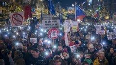 Над 50 хил. души излязоха на протест срещу Андрей Бабиш в Прага
