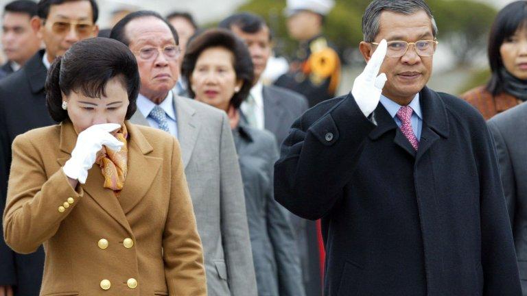 Хун Сен (Камбоджа) На власт от 31 декември 1984 г.  Историята на Хун Сен е интересна и свързана с доста перипетии. Като младеж се присъединява към червените кхмери на Пол Пот, но впоследствие бяга в съседен Виетнам, само за да се завърне отново с тяхна подкрепа. Именно с помощта на Ханой той става премиер на Камбоджа и повежда гражданската война срещу кхмерите.  Според Freedom House през последните няколко години страната все повече се доближава до определението за авторитарен режим след репресии срещу опозиционните партии и забрани за употребата на социални мрежи.
