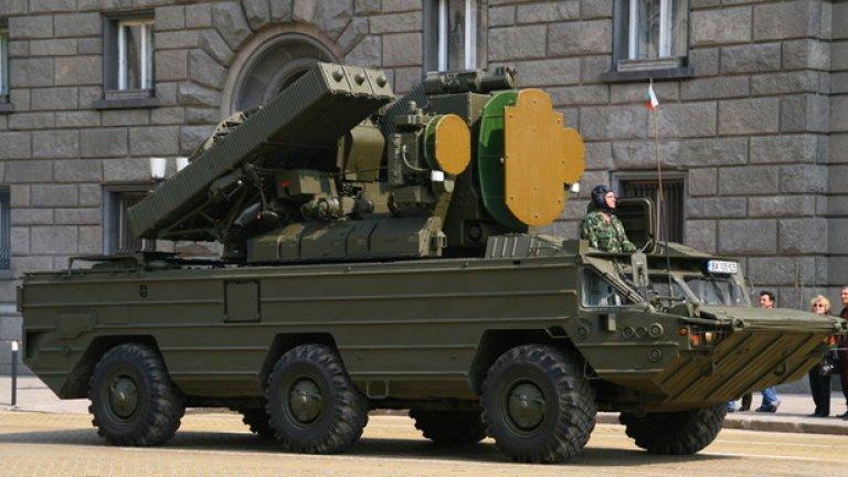 """9K33 """"Оса""""  Зенитно-ракетен комплекс 9К33 """"Оса-АКМ"""" е предназначен да оказва непосредствена противовъздушна отбрана на сухопътните войски. Може да поразява въздушни цели летящи на височина до 12 km и на отдалечение до 15 km."""