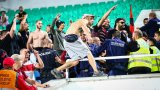 Сблъсък между агитките прекъсна Локо София - Славия на националния стадион (видео)