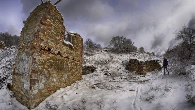 Повече от 30 години родопската махала Стамбулар е изоставена. Къщите й отдавна са се превърнали в руини, покрай които рядко стъпва човешки крак (ГАЛЕРИЯ)
