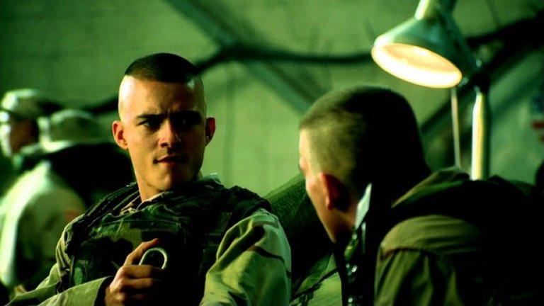 Блек Хоук  (2001)  Филмът на Родли Скот е пълен със звезди, които по това време все още не са толкова известни. Това е филмът, който дава старт на кариерата на Том Харди, в него участват още Джеръми Пивън, Орландо Блум, Ерик Бана, Хю Данси и Николай Костер-Валдау.