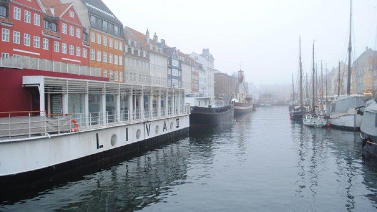 Копенхаген е известен с каналите си...